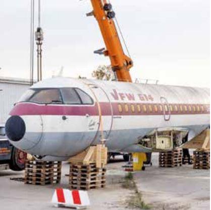 Ein Flugzeugrumpf geht auf Reisen, ganz ohne Flügel, Fahr- und Seitenleitwerk.